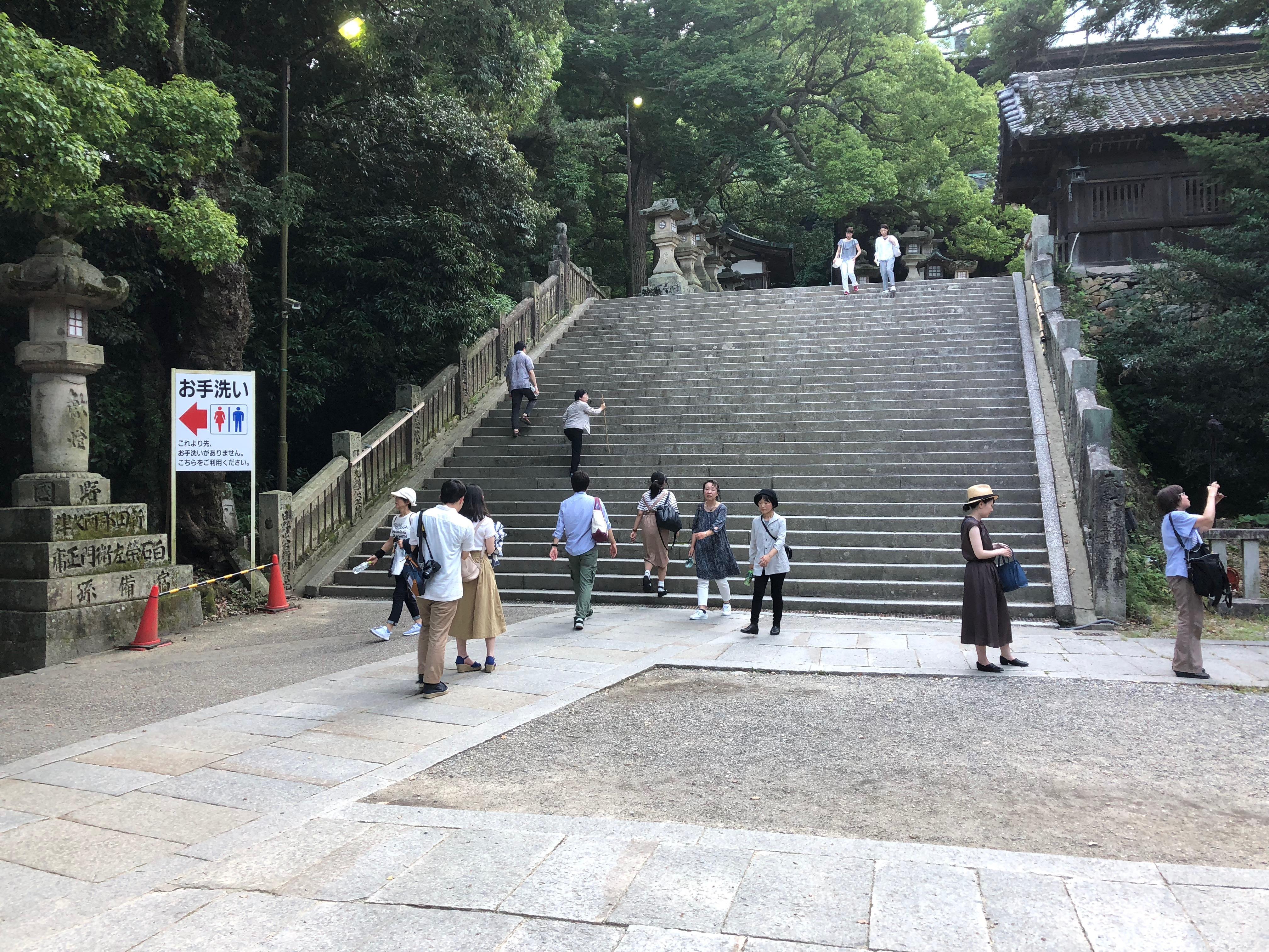 更に階段は続きます
